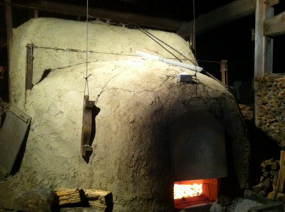 火の入った淡路島の達磨窯