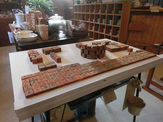 淡路島のおしゃれな雑貨屋さん「山櫻」店内に並ぶvasaraの人気商品キューブ煉瓦